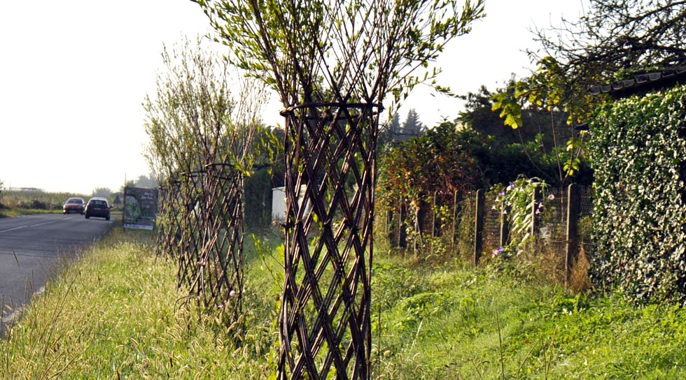 colonne à trois brins en alignement de bord de route à Saint-Viance en Corrèze (Limousin)