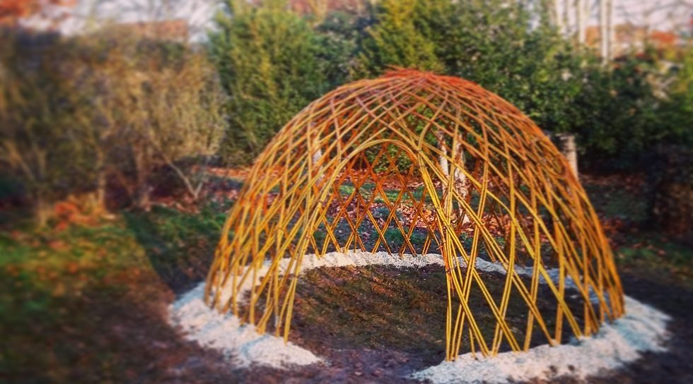 réalisation d'une cabane de jardin en osier